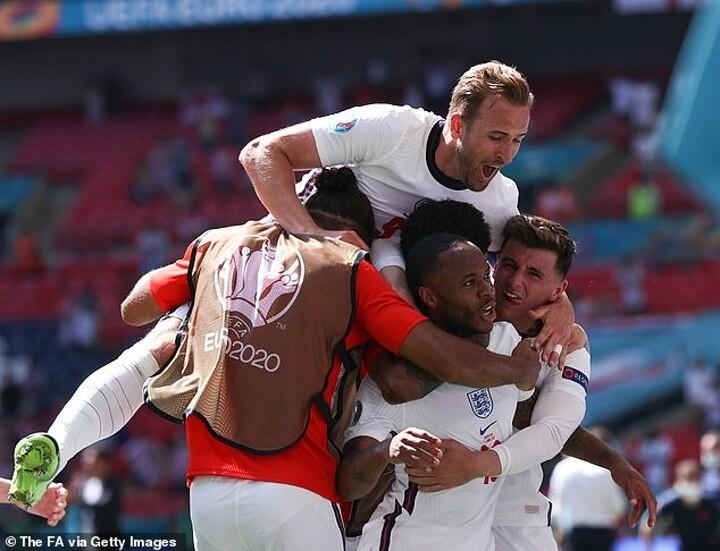 Euro 2020: GORDON STRACHAN - Scotland can get a result against England