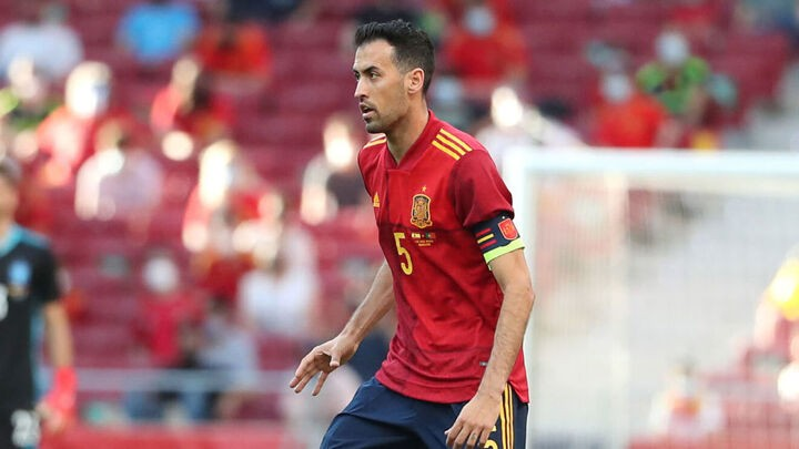 OFFICIAL: Busquets recovers from COVID-19 & returns to Spain national team