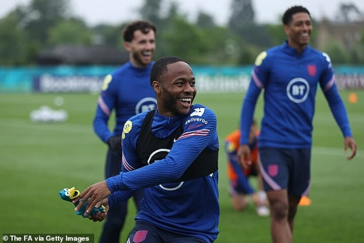 Raheem Sterling insists England aren't panicking at all after Scotland display