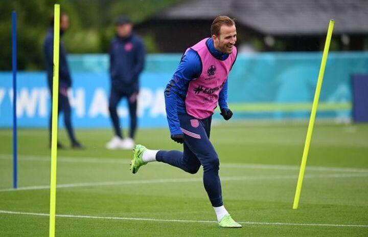 Shearer backs Kane to 'obliterate' goal record if he makes Man City transfer