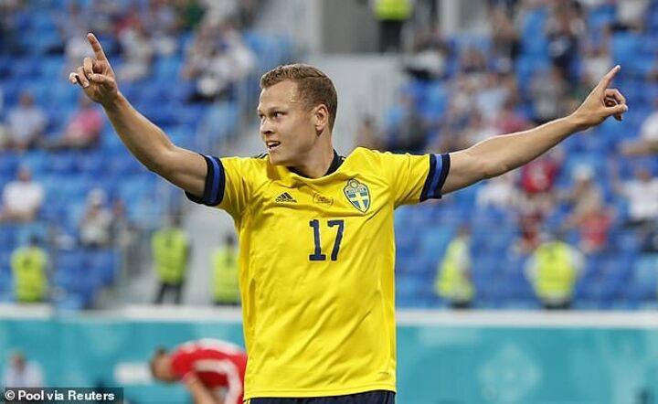 Euro 2020: Sweden 3-2 Poland: Late Viktor Claesson winner sees Sweden top Group E