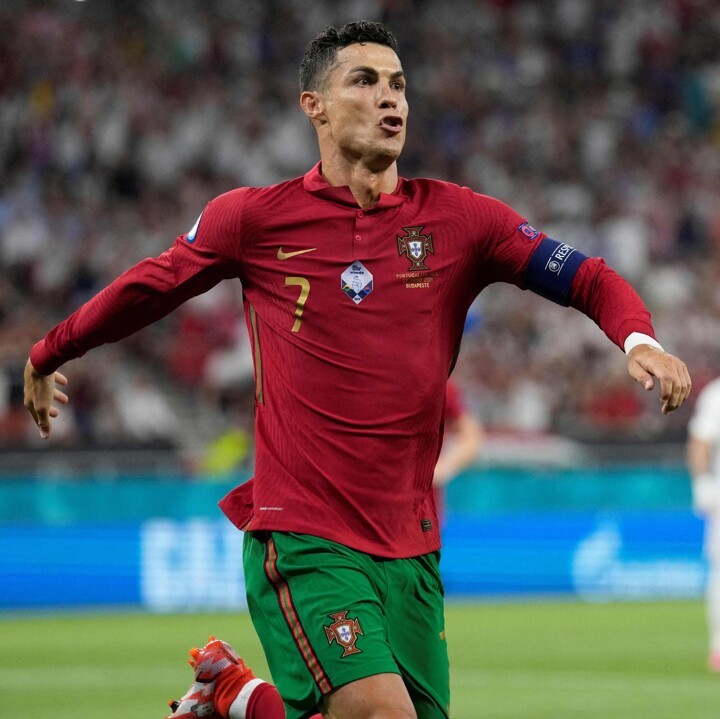HT: Portugal 1-1 France. Ronaldo sees his opener equalized by Benzema penalty