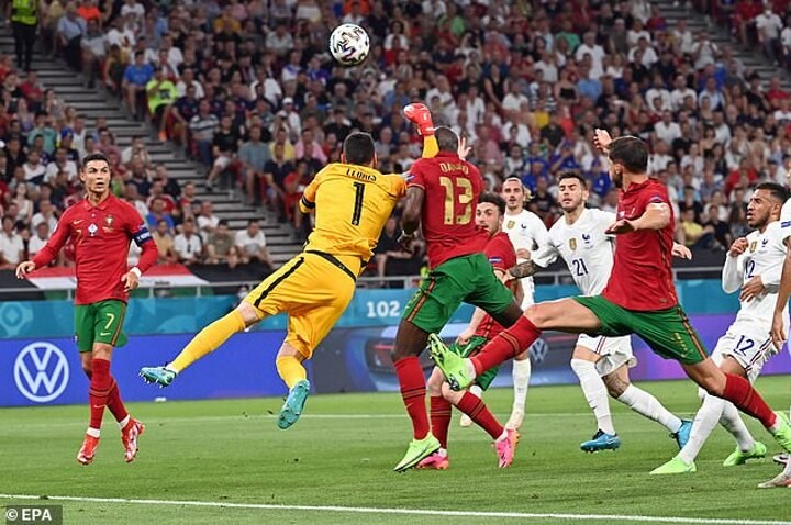 EURO 2020: Pundits slam 'dangerous and reckless' Hugo Lloris after punch gives away penalty