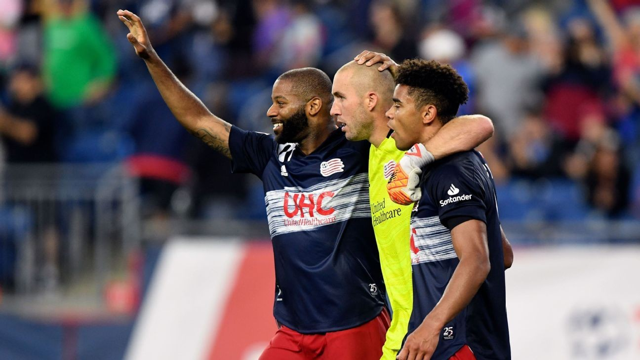 Revs pay tribute to Mariner before Montreal win