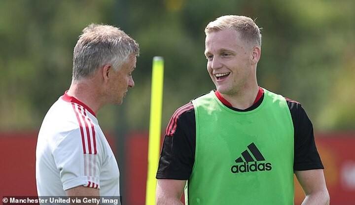 Donny van de Beek returns to Manchester United training and shares a smile with Ole Gunnar Solskjaer