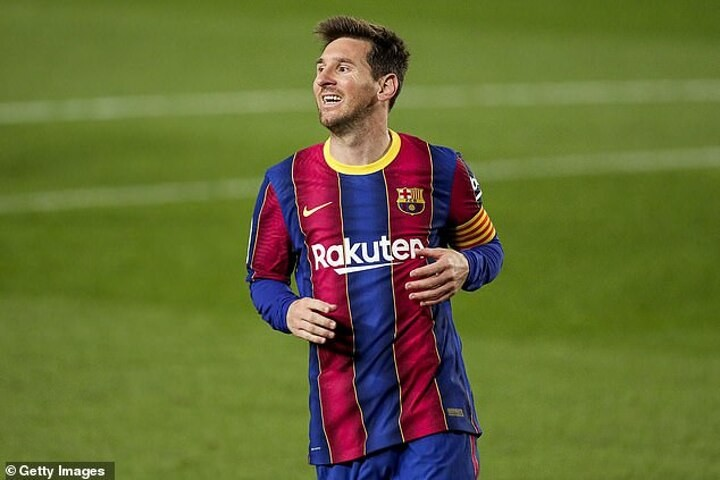 Barcelona 'in race to announce Messi's new contract in time for Juventus clash'