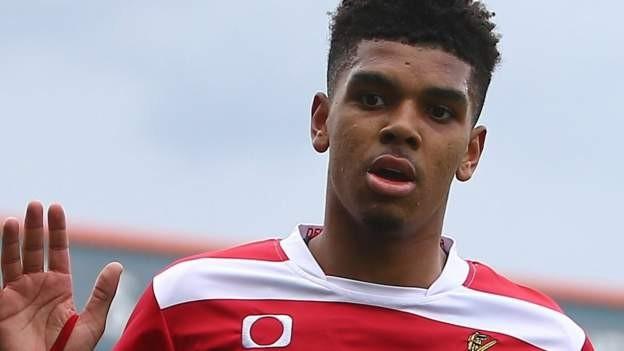 Blackpool sign John-Jules from Arsenal