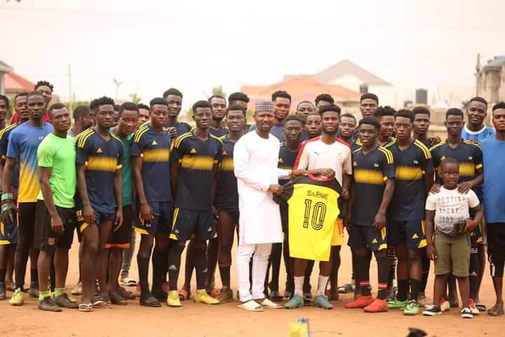 Hearts darling boy Afriyie Barnieh visits former club Madina Republicans