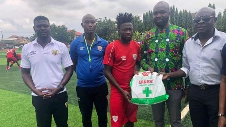 Ernest Chemists CEO gifts Ghana Premier League champions Hearts Of Oak GHC20,000