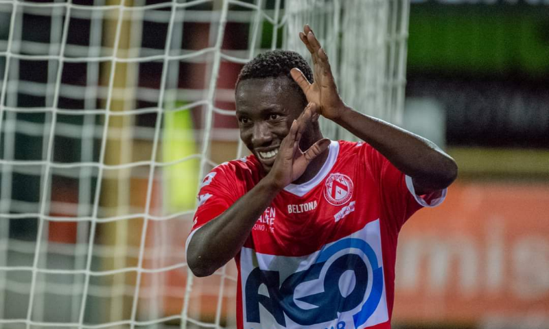 Forward Eric Ocansey scores for the first time this season as Kortrijk draw at Zulte Waregem