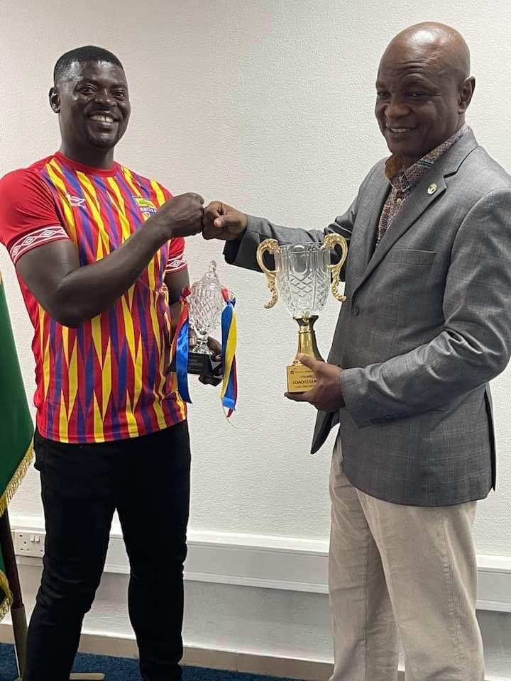 Hearts of Oak coach Samuel Boadu presents top award to Togbe Afede