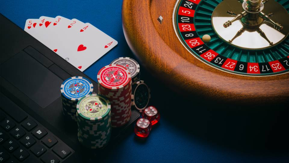 Advantages for online gambling and its players