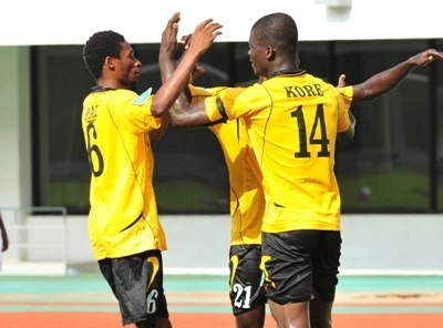 AshGold steer to a 1-0 win over 10-man Hearts